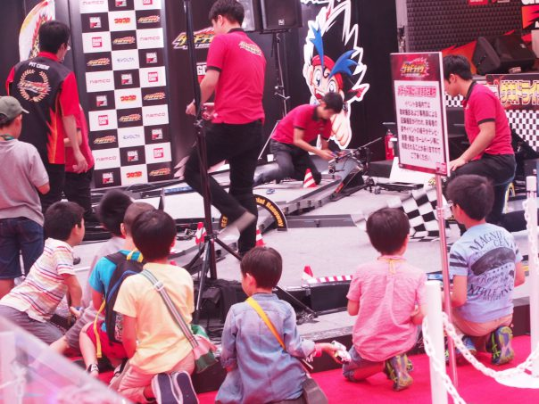 Children enjoy Mini 4WD
